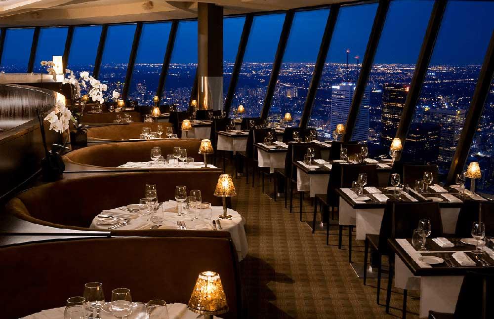 Restaurant in CN Tower Toronto view